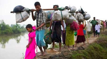 Rohingya Muslims await chance to enterBangladesh