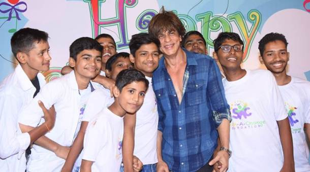 Shah Rukh Khan celebrated Children's Day with kids