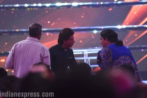 Information and Broadcast Minister, Smriti Irani and SRK spotted talking.