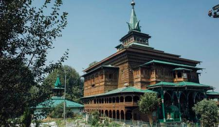Khankah-e-Moula shrine damaged in Srinagar fire