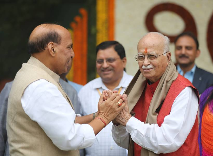 Advani turns 90, celebrates with visually challenged children