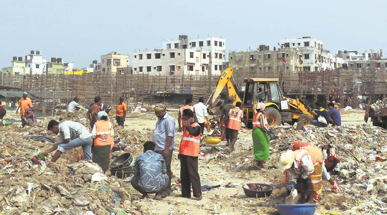 Versova beach clean-up: Afroz Shah, volunteers get Union minister�s support