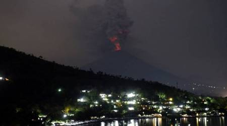 Stranded tourists depart Bali as volcanic ash cloud shifts