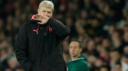 Arsene Wenger says he wants to see out Arsenal contract