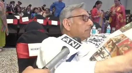Mani Shankar Aiyar ignores question on Gujarat by reporter