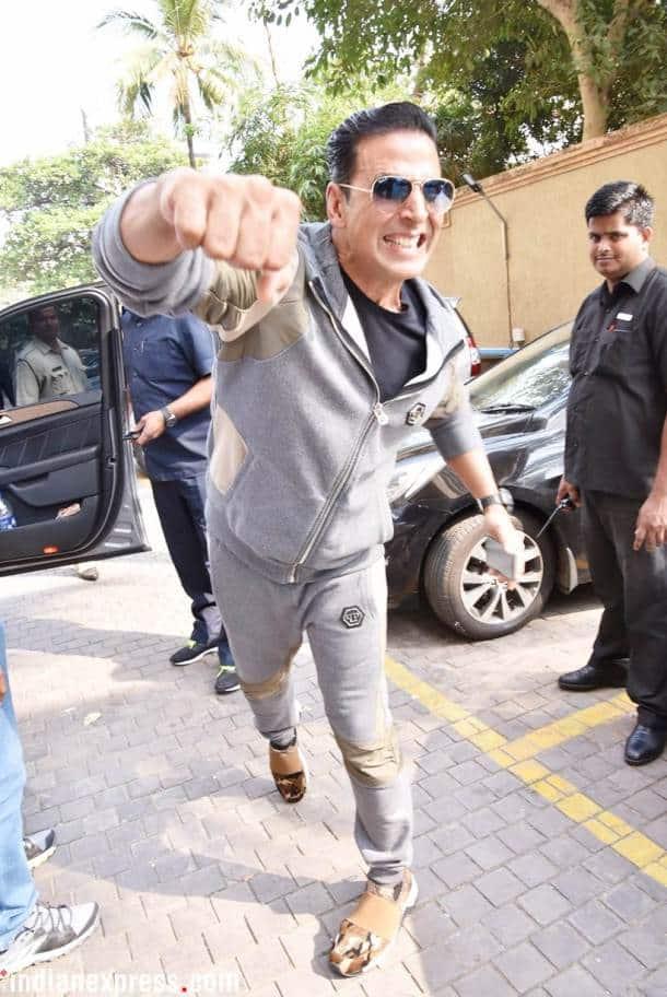 akshay kumar punching pose