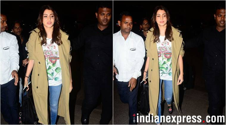 anushka sharma at mumbai airport