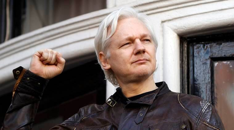 Pamela Anderson, Julian Assange 'Romance' Spices Up Wikileaks Probe
