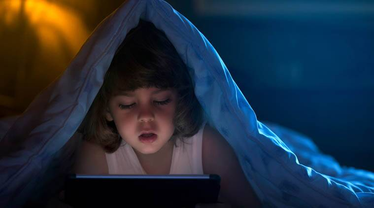 bedtime smartphone usage, kids smartphone use, Penn State College of Medicine, body mass index, smartphone addiction, unhealthy smartphone usage, obesity in kids, smartphone usage BMI, cellphone usage weight gain