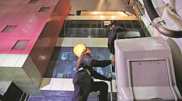 Kamala Mills fire, indian express, mumbai fire incident, maharashtra news, BMC, BMC begins crackdown on unauthorised restaurants, Kamala Mills