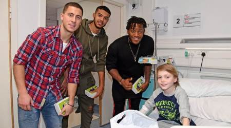 Chelsea stars bring early Christmas cheer to fans at hospital, see pics