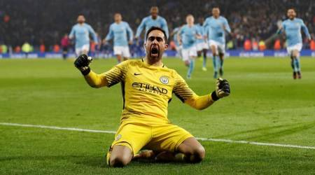 Manchester City's Claudio Bravo ruptures Achilles tendon, faces lengthy spell onsidelines