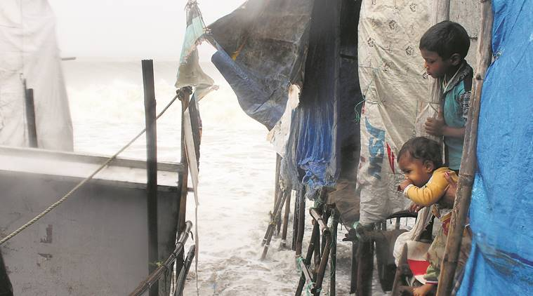 ockhi, cyclone Ockhi, cyclone Ockhi gujarat, surat, cyclone Ockhi situation, cyclone Ockhi current status, cyclone Ockhi threat, ockhi in gujarat, indian express news
