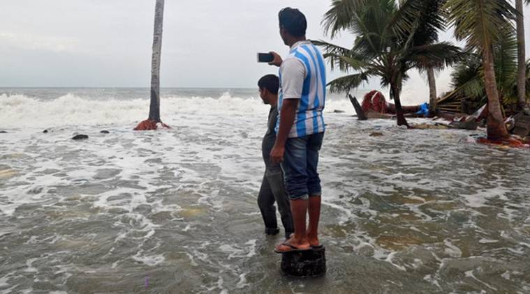 Cyclone Ockhi: Maharashtra govt declares holiday for schools tomorrow due to 'serious weather predictions'