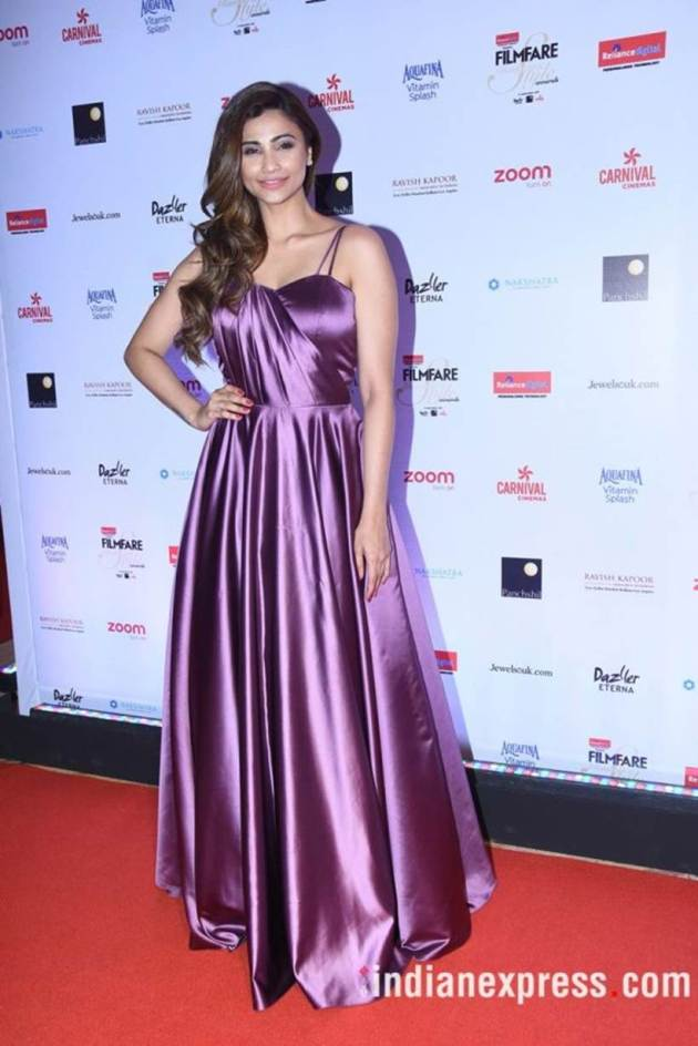 Daisy Shah, Bizarre outfits 2017, Fashion Misses 2017, Worst Outfits 2017