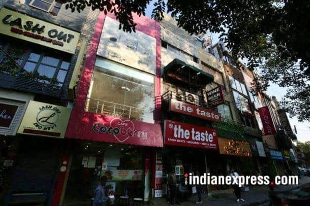 def col photos, defence colony market pics, mcd sealing images, defence colony mrkt images, def col mcd drive pictures, south delhi market, indian express