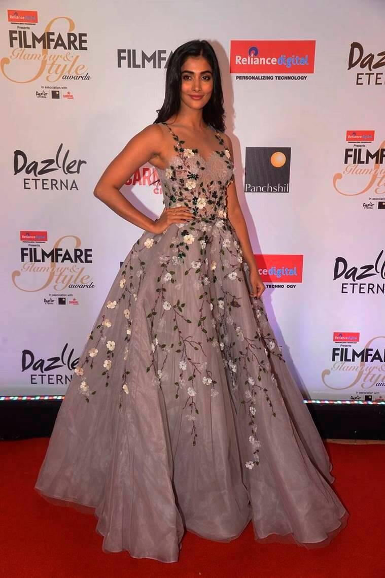 Deepika Padukone, Kareena Kapoor Khan, Sonam Kapoor, Sridevi, Vaani Kapoor, Pooja Hegde fashion, Filmfare Glamour and Style Awards 2017, Deepika Padukone fashion, Kareena Kapoor Khan fashion, Sonam Kapoor fashion, Sridevi fashion, Vaani Kapoor fashion, Pooja Hegde fashion, Deepika Padukone latest news, Kareena Kapoor Khan latest news, Sonam Kapoor latest news, Sridevi latest news, Vaani Kapoor latest news, Pooja Hegde latest news, celeb fashion, bollywood fashion, indian express, indian express news