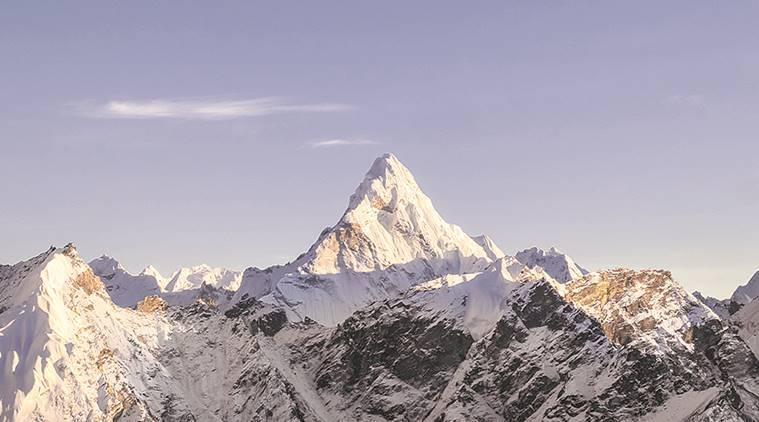 Mount Everest, high-altitude psychosis, Eurac Research, Medical University of Innsbruck, psychiatric diseases, extreme altitudes, psychotic episodes, German mountain literature, hallucinations, oxygen deficiency, brain swelling, climbing deaths