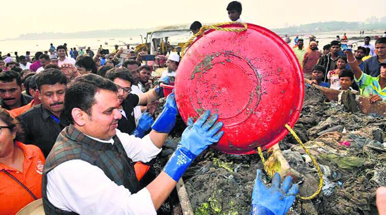 devendra fadnavis, afroz shah, afroz shah beach cleanliness drive, swacch bharat, cleanliness mission, indian express news