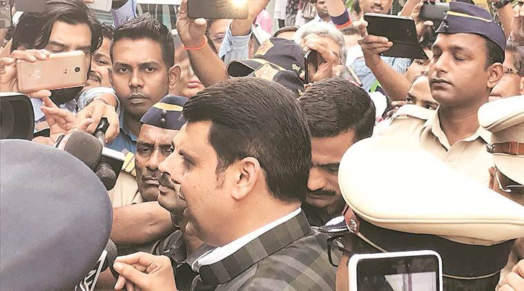 Kamala Mills fire, Maharashtra Chief Minister Devendra Fadanvis, mumbai fire, indian express, maharashtra, BMC, BMC commmisoner, Fadnavis orders probe, Ajoy Mehta
