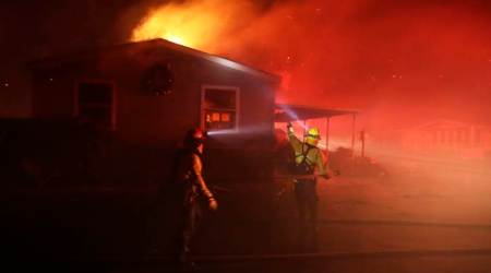 Wildfire destroys mobile homes in California retirementpark