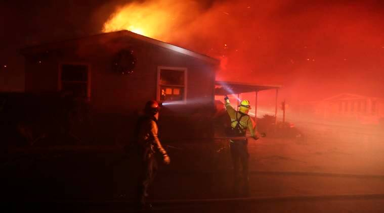 Wildfire destroys mobile homes in Fallbrook