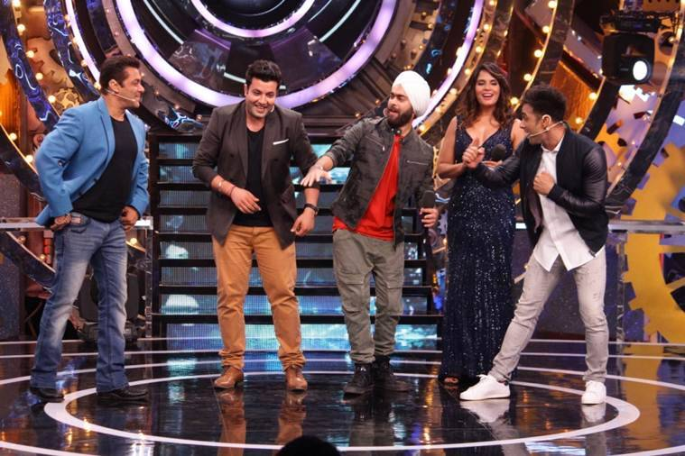 Bigg Boss 11: Here's why Arshi accuses Salman Khan for favouring Shilpa