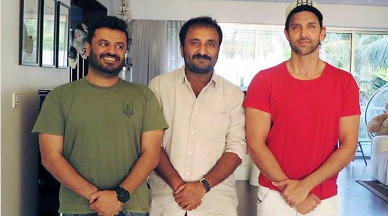 Hrithik Roshan and  Vikas Bahl photographs with mathematician Anand Kumar.