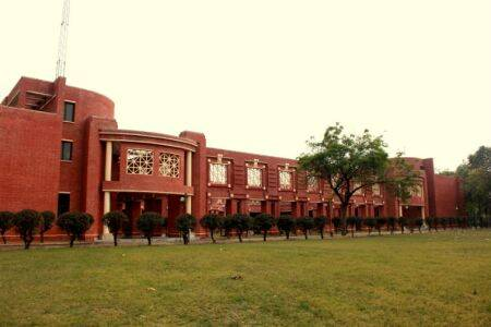 IIM-Lucknow to stop support, IIM-Himachal sends out SOS