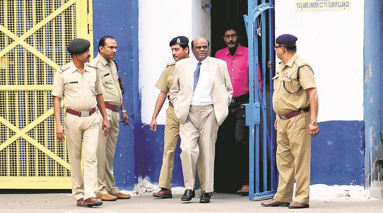 Justice C S Karnan walks out of Presidency Jail in Kolkata