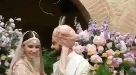 Virat Kohli's expression on seeing Anushka Sharma before pheras is priceless, watch video
