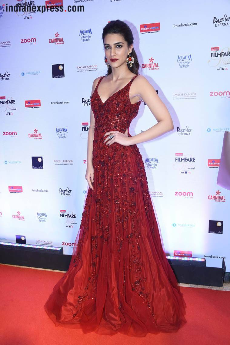 kriti sanon at filmfare glamour and style awards