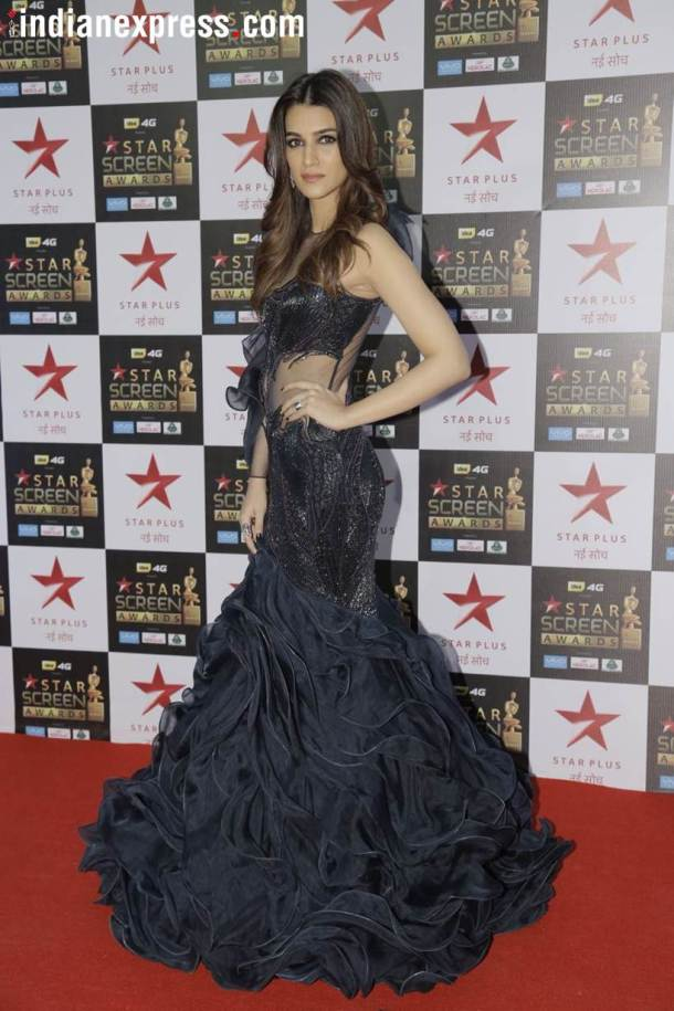 kriti sanon at star screen awards