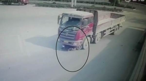 viral video, woman saved video, accident video, woman hit by a truck but survives, indian express, indian express news