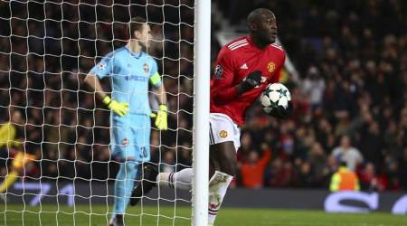Manchester United defeated CSKA Moscow by 2-1.