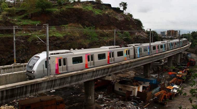 mumbai metro, mumbai suburban train, mumbai tv journalist beaten, TV journalist Sudhir Shukla, andheri, mumbai scribe beaten, Andheri GRP, mumbai police