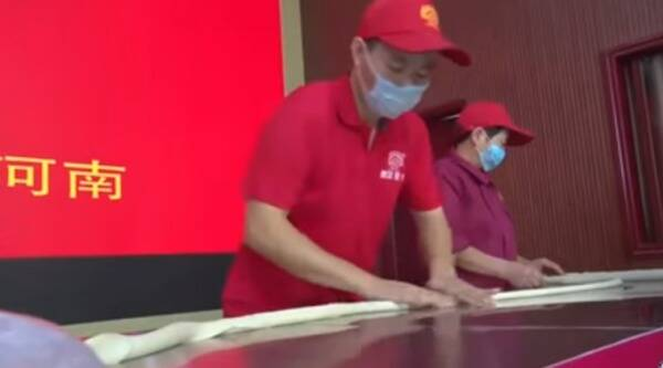 world longest noodle record, Chinese restaurant breaking record, world record for longest noodle, Indian express, Indian express news