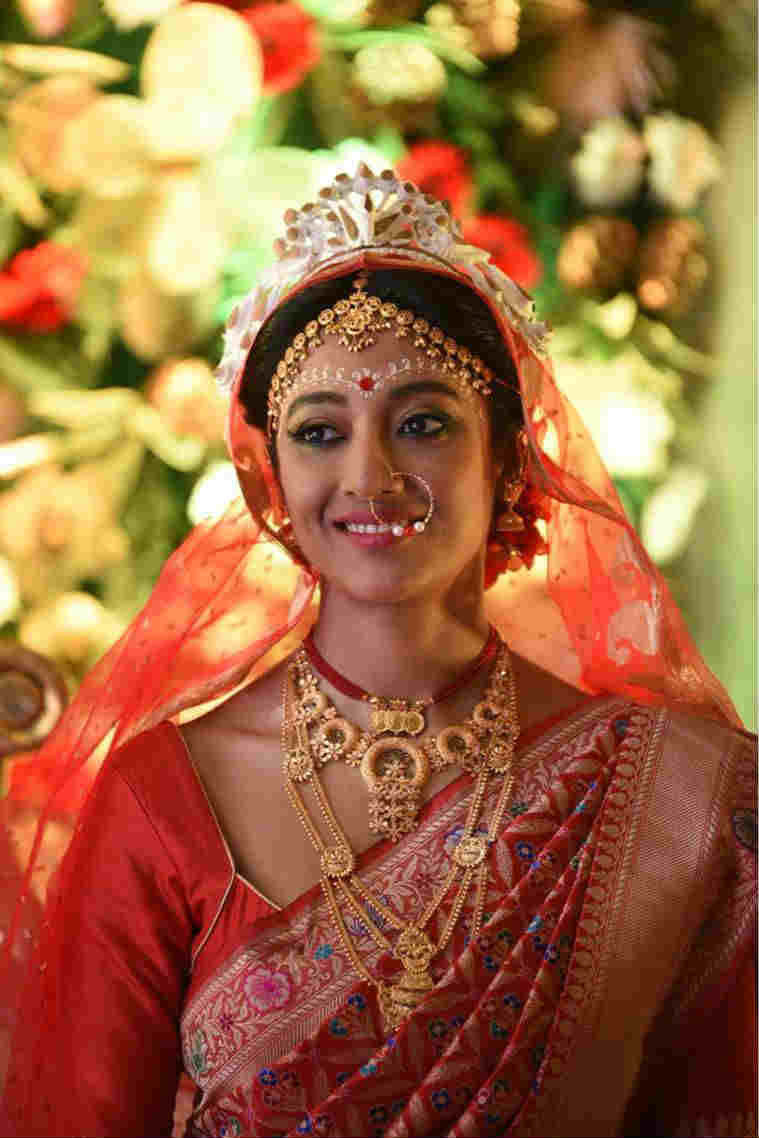 Paoli Dam got married to Arjun Deb.