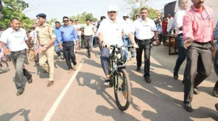 Manohar Parrikar rides bicycle near Panaji to spread awareness about environment protection