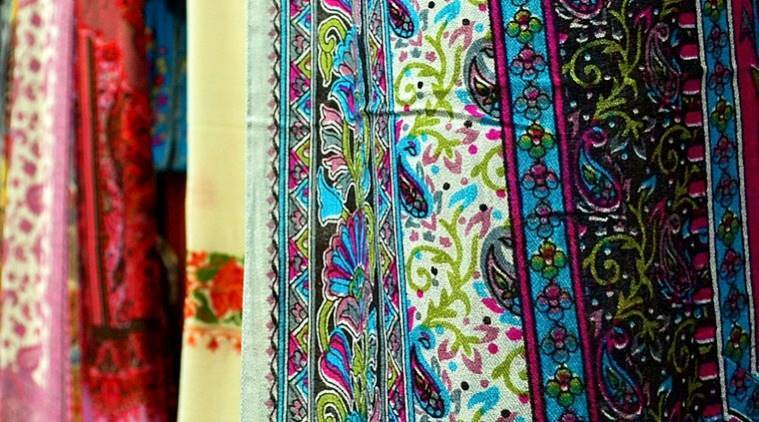 pashmina shawls, winter fashion, shrug style, how to wrap pashmina shawl, how to wrap shawl, pashmina stole, winter trends, indian express, indian express news