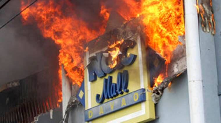 Fire hits Philippine mall