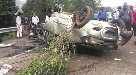 Pune: Car crosses expressway median, rams into vehicle on opposite lane; 3 dead, 6 injured