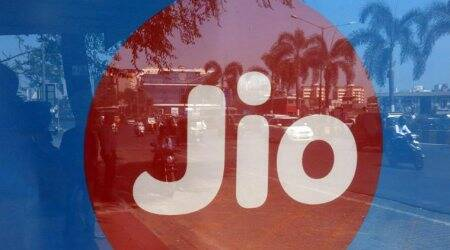 Reliance Jio to acquire RCom's spectrum,towers
