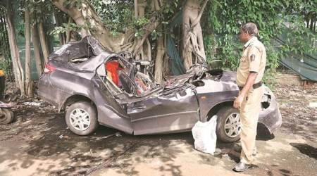 2 killed, 5 injured after vehicle hits tree in Bihar
