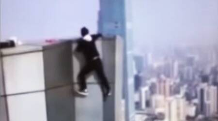 VIDEO: Chinese stunt man falls off a 62-storeyed building while doing pull-ups on the edge