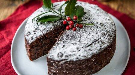 5 Christmas alcohol cake recipes to try this holiday season