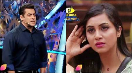 Bigg Boss 11: Arshi Khan accuses Salman Khan of favouring Shilpa Shinde, watch video