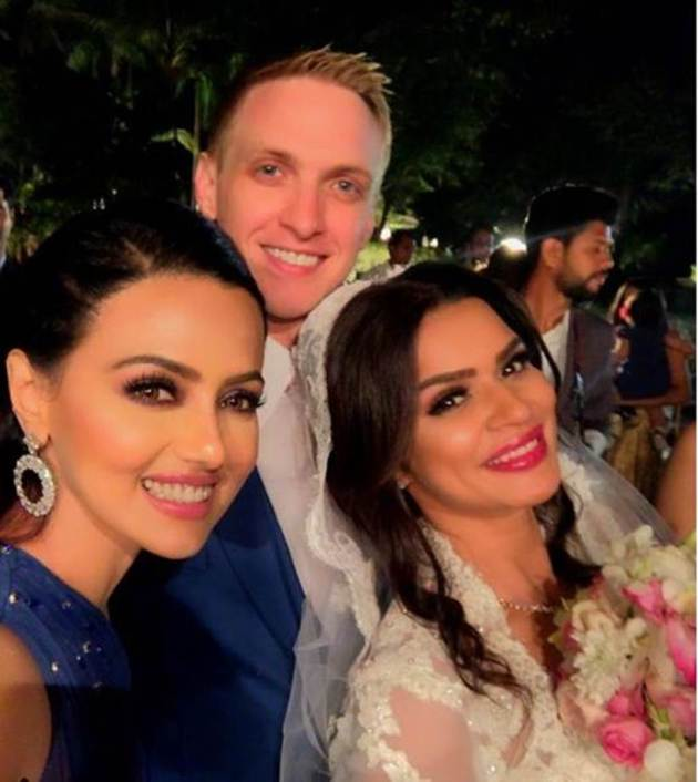 photos of sana khan with aashka and brent at their wedding