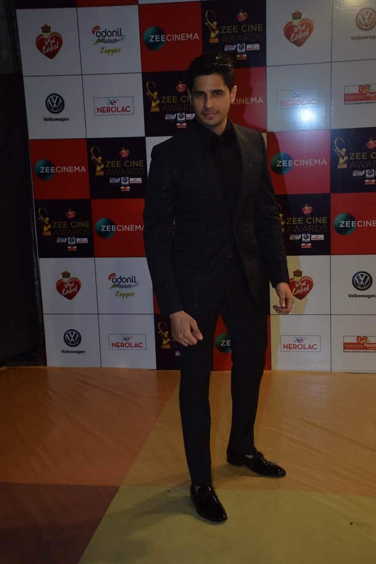 sidharth malhotra at zee cine awards 2018