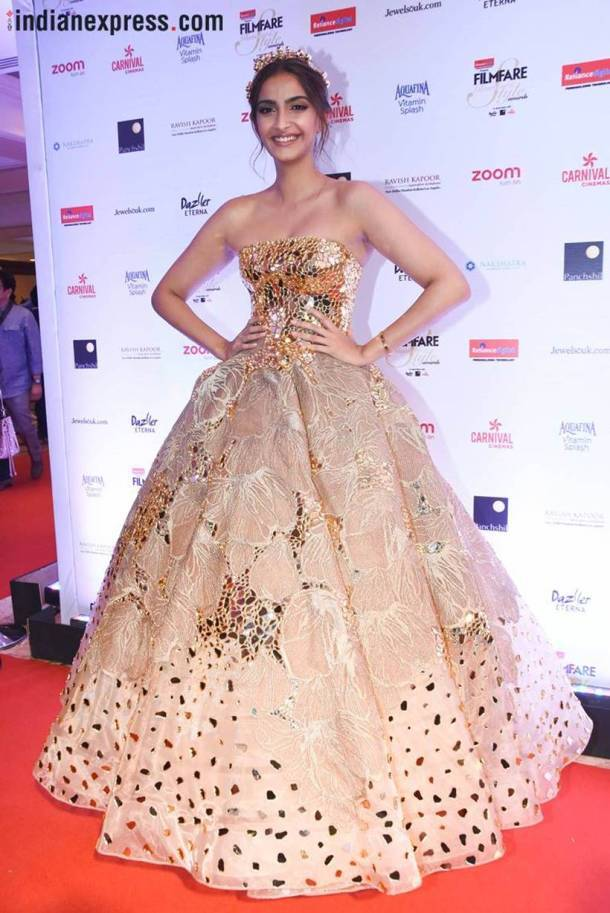 PHOTOS: Fashion\'s GOLDEN moments in 2017 with Deepika Padukone ...